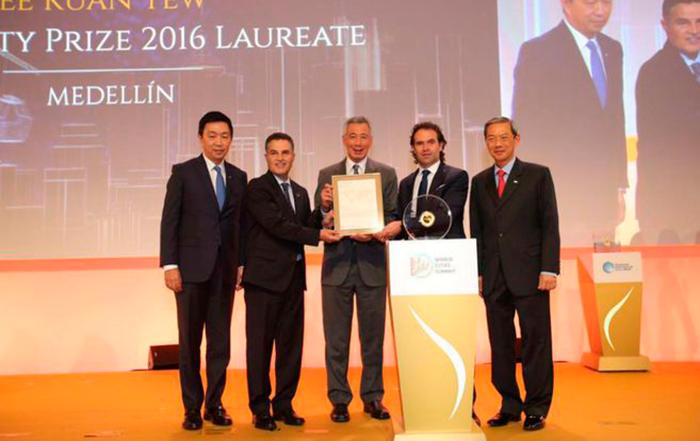 Medellin gana premio en la Cumbre Mundial de Ciudades en Singapur