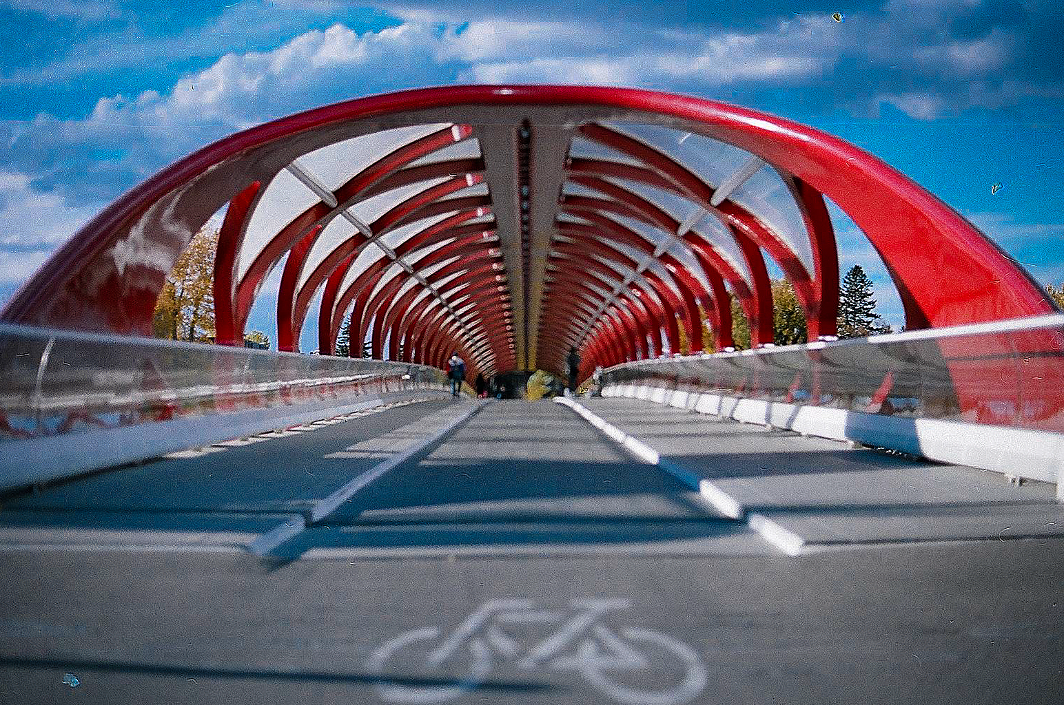 """PEACE BRIDGE"" by ChinitoBoy is licenced under Attribution 2.0 Generic (CC BY 2.0)"